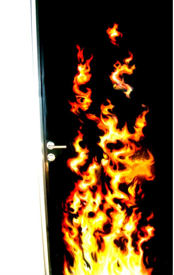 Аэрография на дверях - можно нанести любое изображение