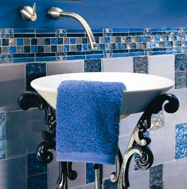 Интерьер ванной - дух аристократизма в синем исполнении
