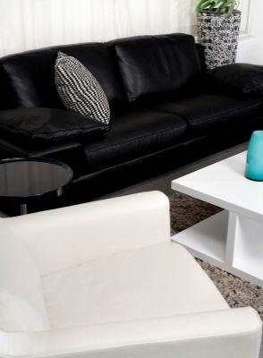 Черно-белая гостиная или монохромный интерьер