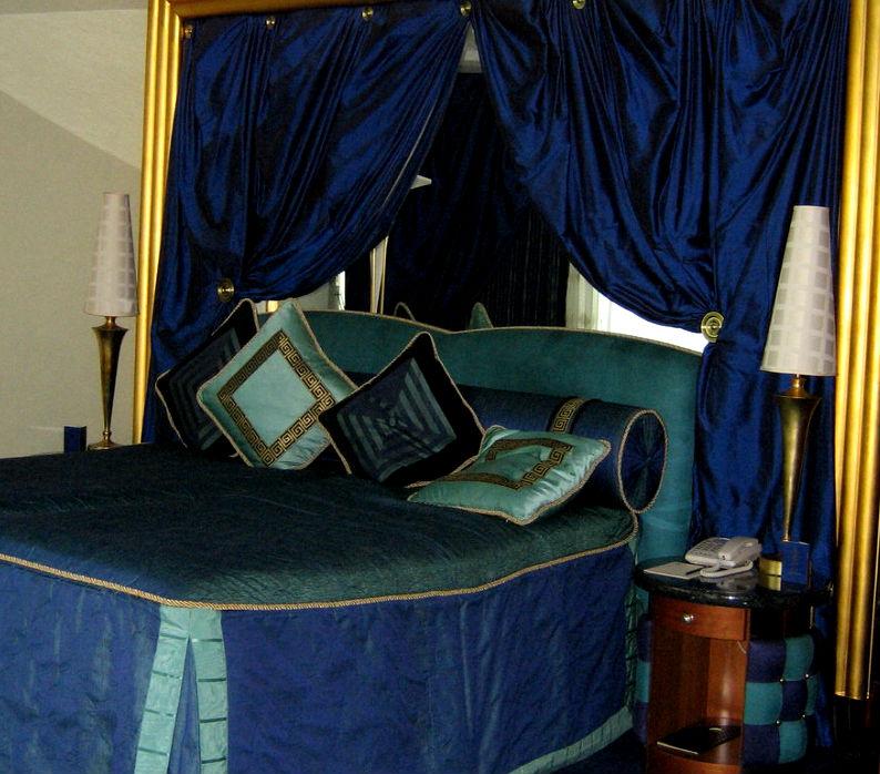 Шторы для синей спальни
