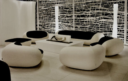 dizajn gostinoj v stile minimalizm