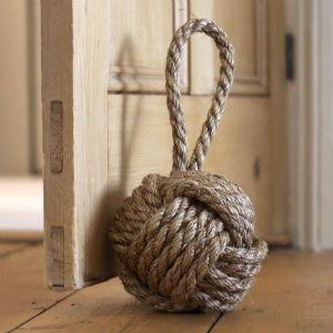 neobichnii dvernoi ogranichitel 25