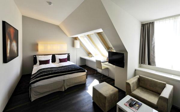 Bedroom Ideas Small Male: уютный уголок для семейной пары (45