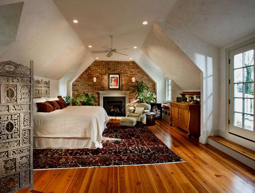 Спальня на мансарде – уютный уголок для семейной пары