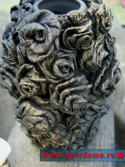 Бумажные розы на вазе или бронзовая ваза с розами из бумаги