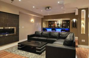 Черный диван в интерьере – стильно и роскошно