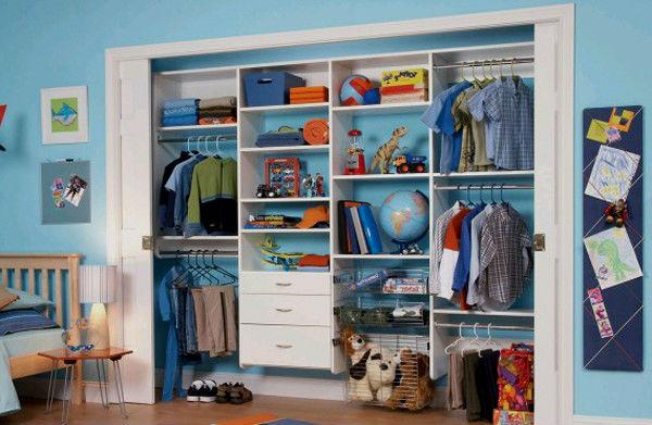 Шкаф в стеновой нише.