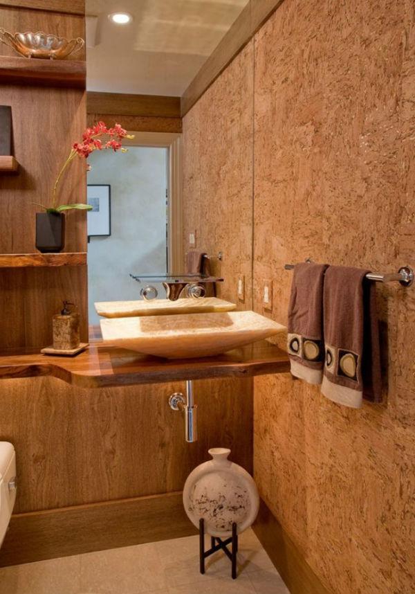 Пробковые стены в ванной комнате.