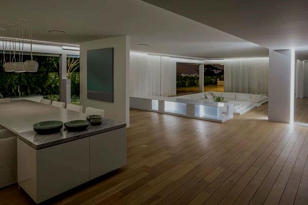 Модный дом Орландо Блума в Беверли-Хиллз с подсветкой