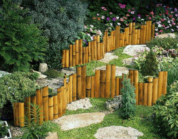 Ограда для клумбы из дерева