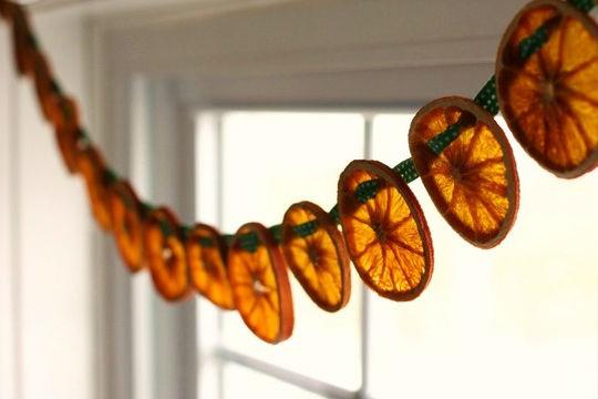 Как использовать засушенные кружочки апельсина в декоре 50+ фото