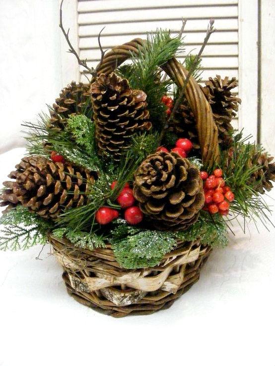 Доставкой ижевску, новогодний букет из шишек и веточек в корзинке