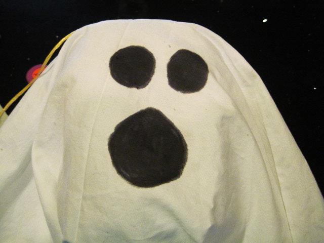 Как сделать привидение своими руками на Хэллоуин (12 интересных мастер-классов)
