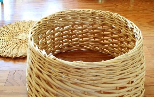 Плетеное основание для елки из обычной корзины своими руками