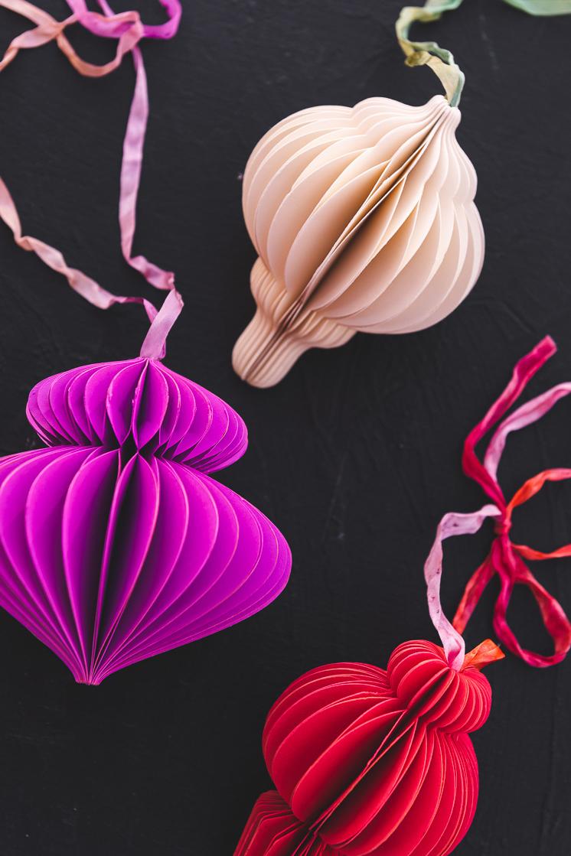 Делаем красивые елочные игрушки из бумаги своими руками (мастер-класс)