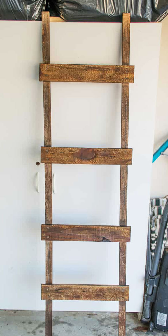 Лестница вешалка для одежды или пледов своими руками (мастер-класс)