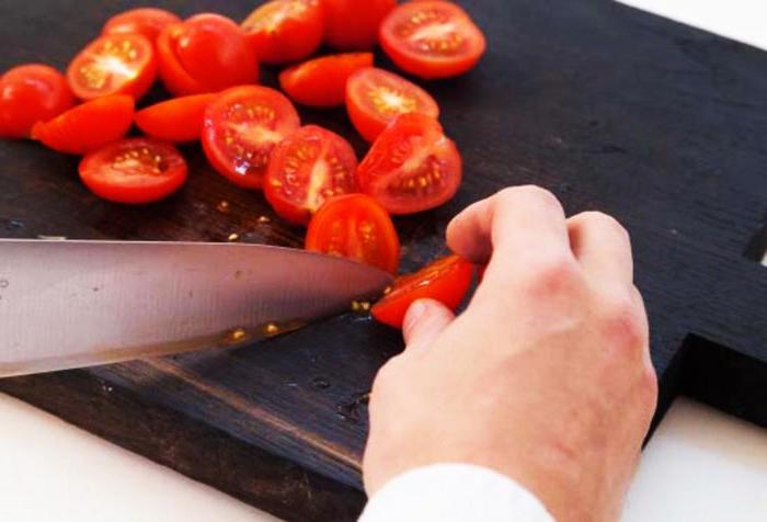 Самый вкусный и сытный салат с курицей и кукурузой (рецепт)