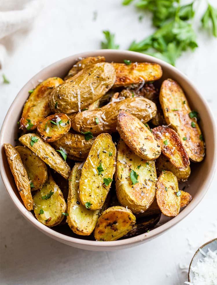 Картофель запеченный в духовке (самый вкусный и простой рецепт)