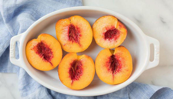 Один из самых вкусных десертов! Запеченные персики с мороженым (рецепт)