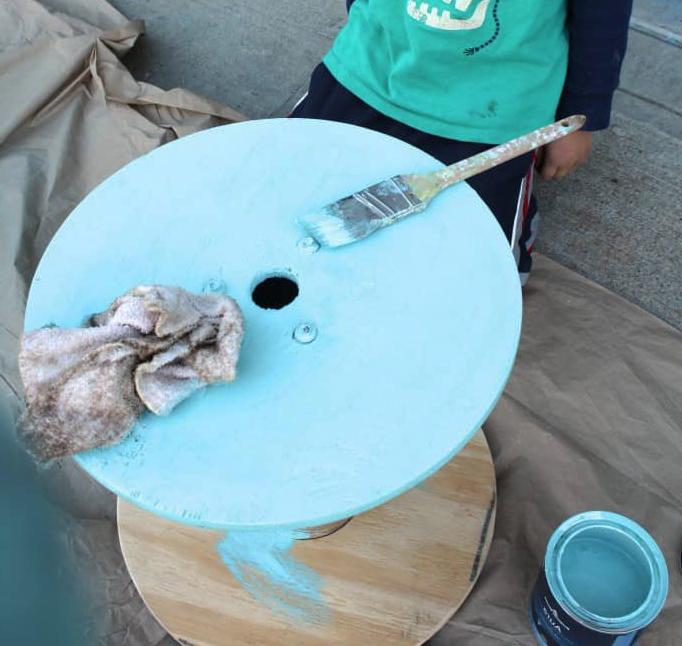 Садовый столик из деревянной катушки от электрических проводов (мастер-класс)