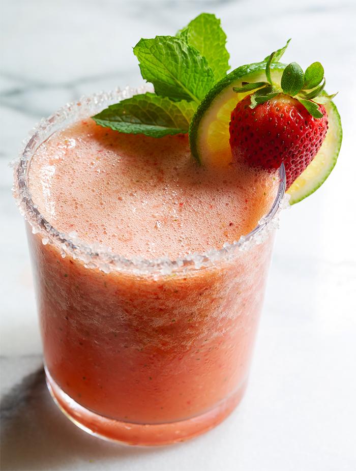 Как приготовить вкусный коктейль Маргарита с клубникой (рецепт)