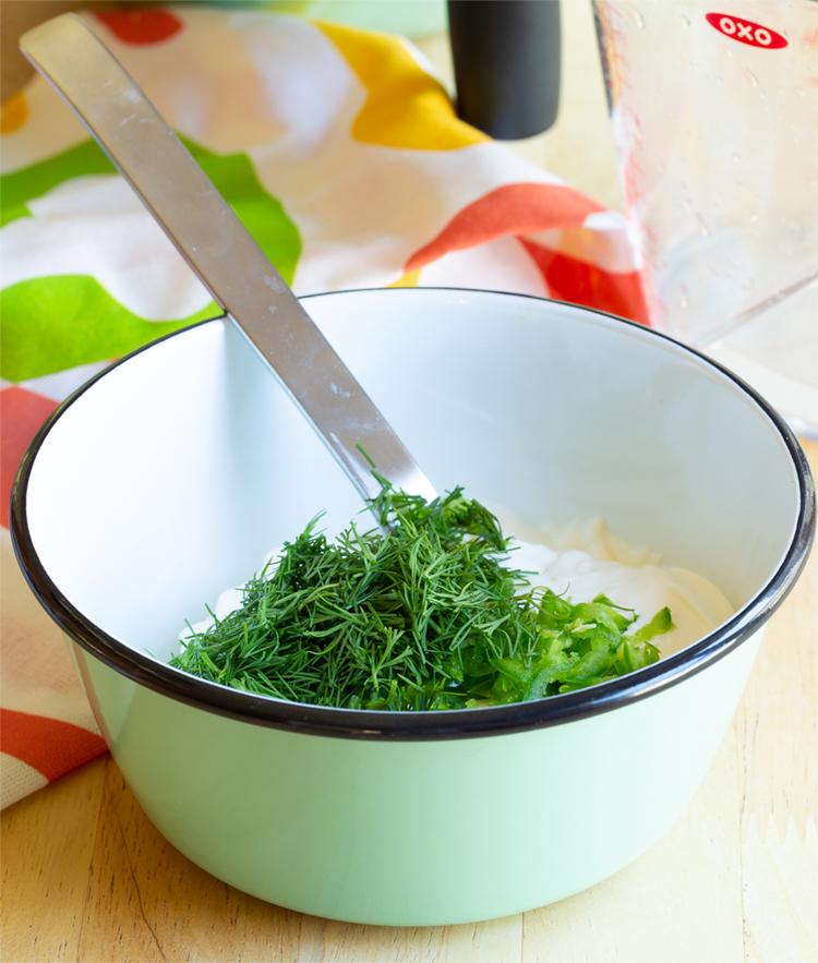 Идеальные картофельные драники с вкусным укропным соусом (рецепт)