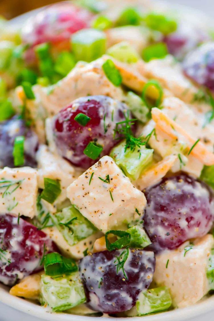 Потрясающий салат с курицей и греческим йогуртом (рецепт)